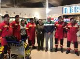 A responsável da Take C'Air Crew Volunteers ONGD, Patrícia Lucas, com a equipa dos Bombeiros do Beato e Penha de França